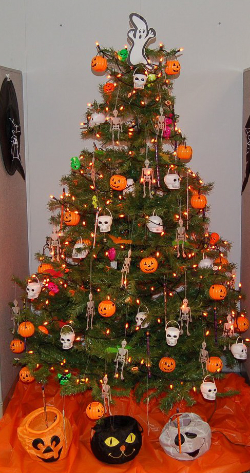thanksgiving is the last day to remove halloween decor